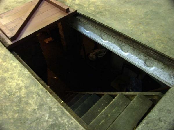 устройство погреба в гараже фото