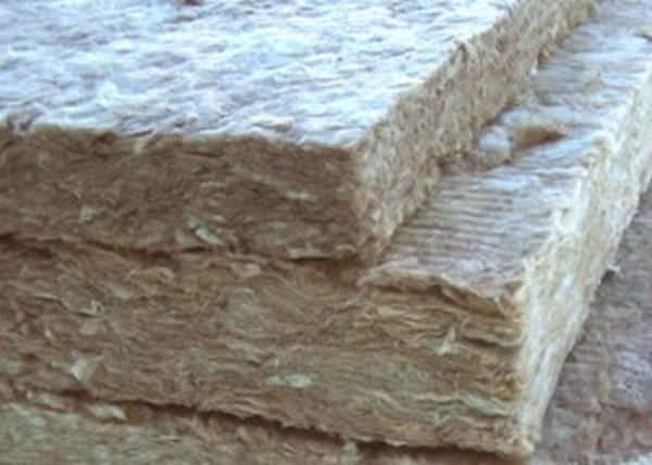 Утепление эковатой: особенности работы с теплоизоляционным материалом
