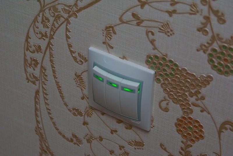 тройной выключатель с подсветкой фото