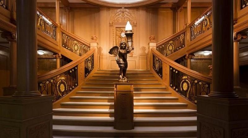 освещение лестницы в частном доме фото