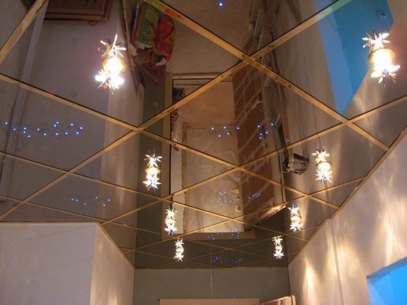зеркальный потолок в прихожей фото