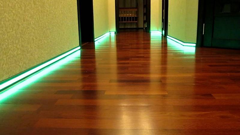 плинтус с неоновой подсветкой фото