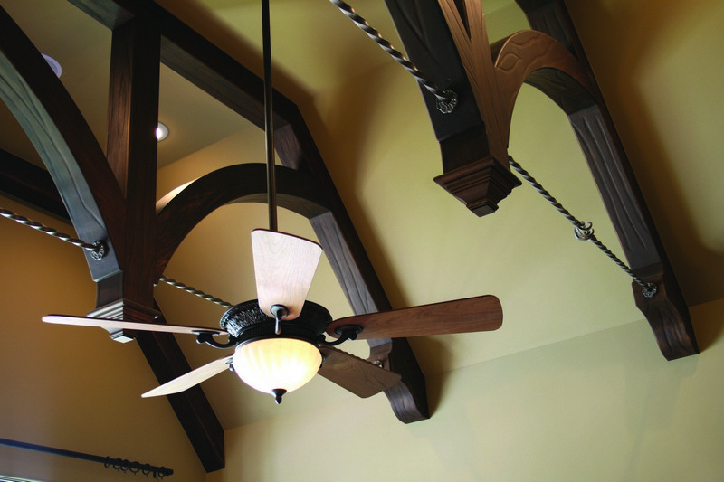 потолочные балки в интерьере фото