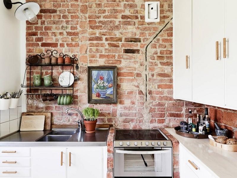 кирпичная стена в интерьере кухни фото