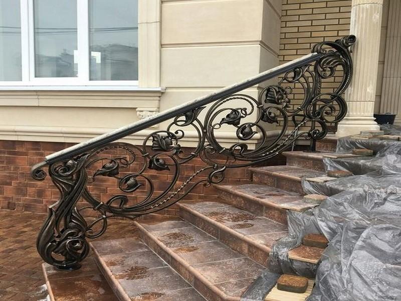 кованые перила для лестницы на крыльцо фото