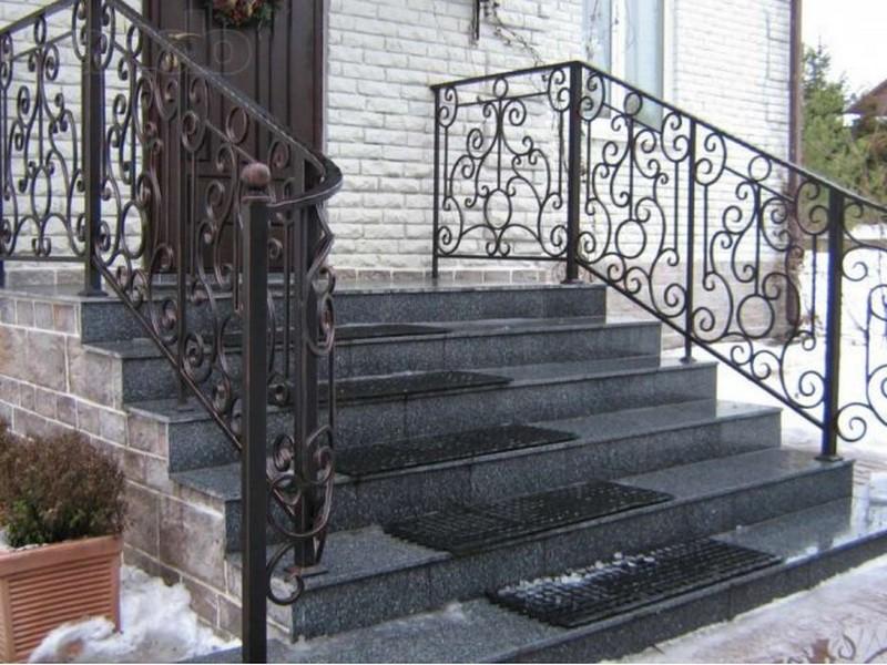 кованые перила для уличной лестницы фото