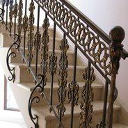 Кованые перила для лестницы: виды и применение