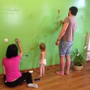 Маркерная краска для стен: рисование без границ