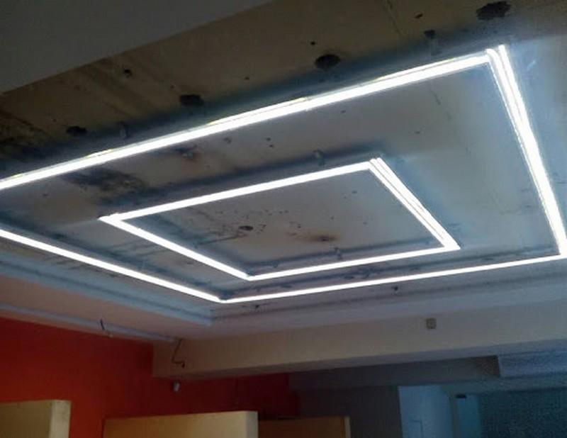монтаж светового натяжного потолка фото