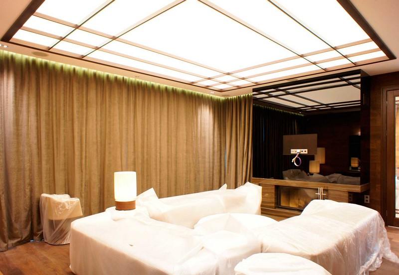 световой натяжной потолок фото