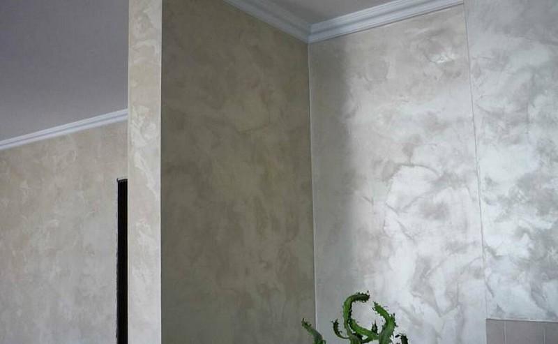 современное оформление стен в гостиной фото