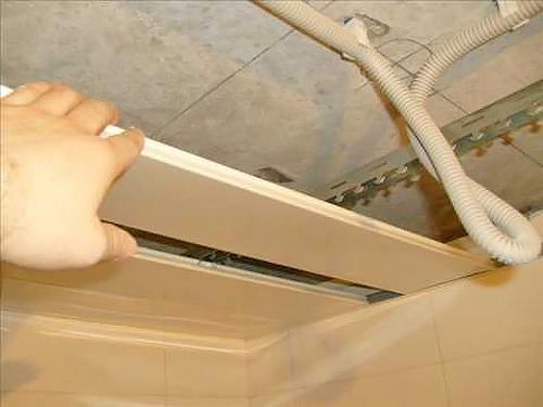 установка реечного потолка фото