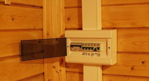 электрощиток в деревянном доме фото