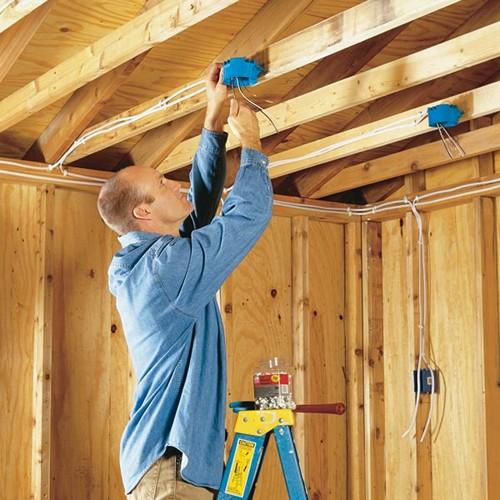 монтаж электропроводки в деревянном доме фото
