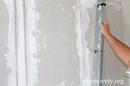 выравнивание гипсокартона на стене своими руками фото