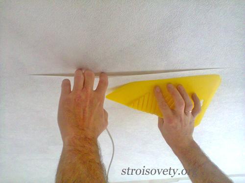 как клеить на потолке стыки флизелиновых обоев фото
