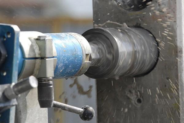 алмазное сверление отверстий в бетоне фото