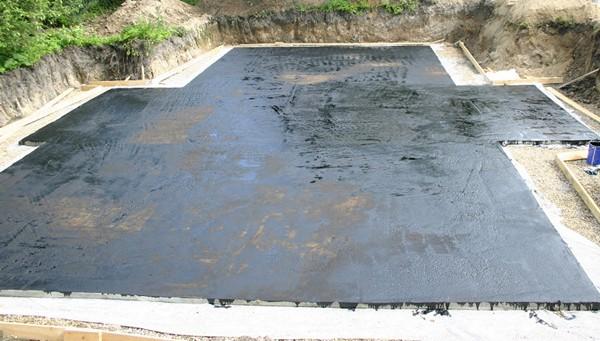 обмазочная гидроизоляция фундамента фото