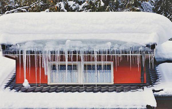 как защитить крышу от снега и сосулек