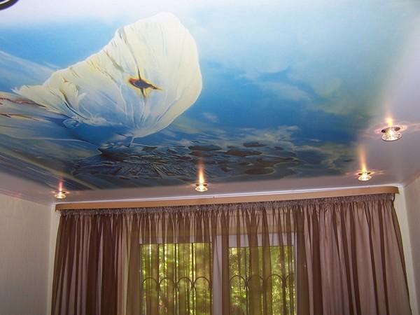что выбрать натяжной тканевый потолок или пвх