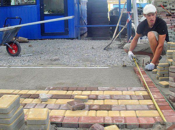 Как класть тротуарная плитка своими руками 30