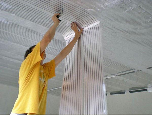 монтаж потолочного инфракрасного отопления фото