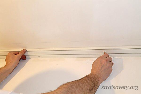 разметка потолка для установки пластикового карниза фото