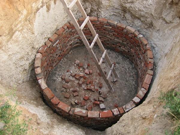 Как сделать сливную яму для дома 659