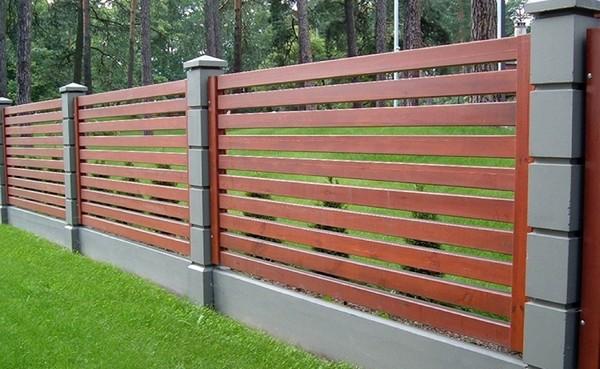 Деревянный горизонтальный забор своими руками