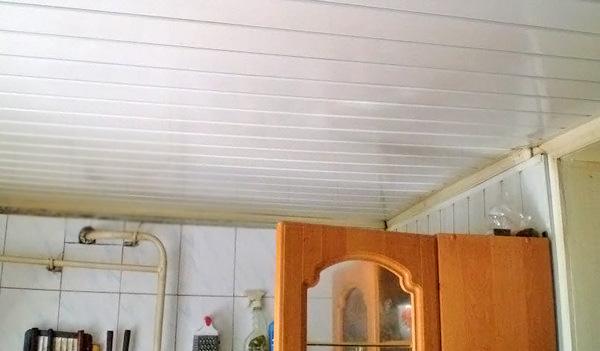 подвесной потолок на кухне фото