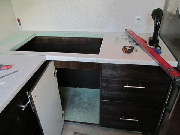 установка мебели на завершающем этапе ремонта кухни фото