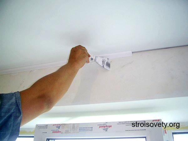 потолочный плинтус для натяжных потолков технология установки