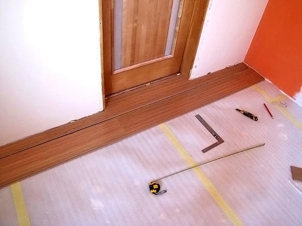 измерительный инструмент для укладки ламината фото