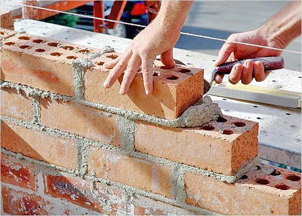 Видео строительство кирпичного дома своими руками
