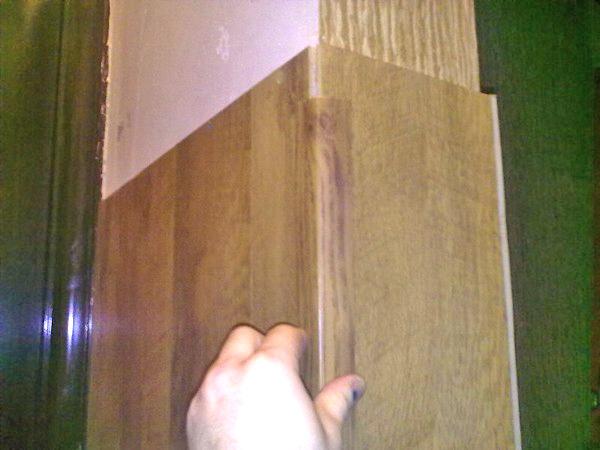 как крепить ламинат на стену фото