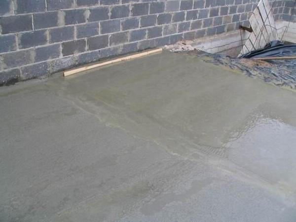 заливка пола в гараже фото