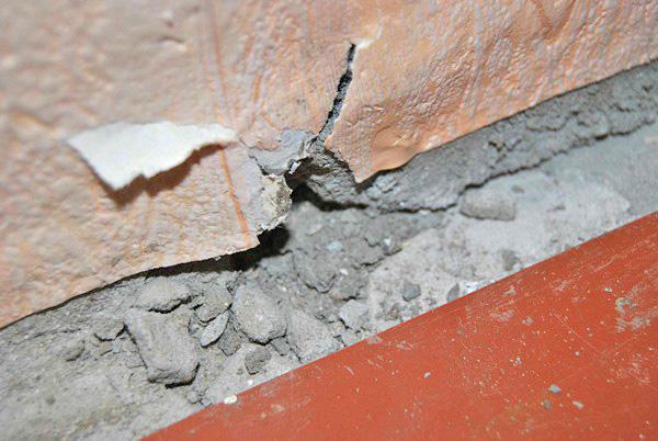почему появляются трещины в стене
