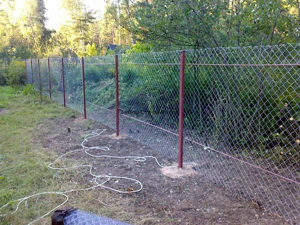 как сделать забор из рабицы