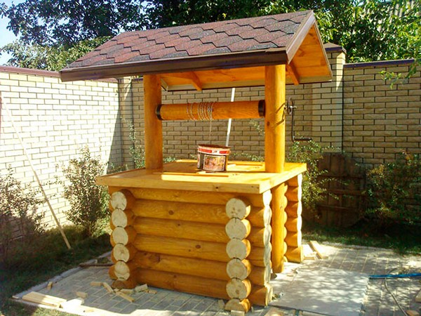 домик для колодца своими руками фото