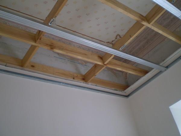 как сделать деревянный потолок своими руками