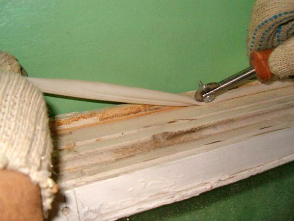 как утеплить деревянные окна фото