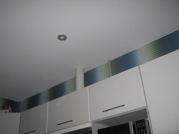 тканевый натяжной потолок на кухне фото