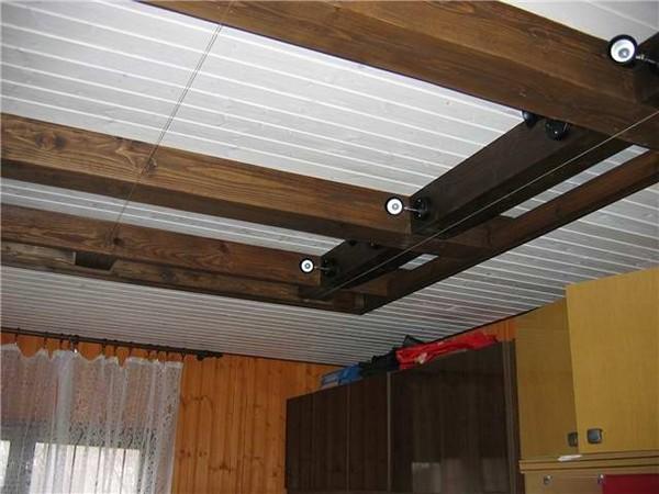 потолок из деревянных реек фото