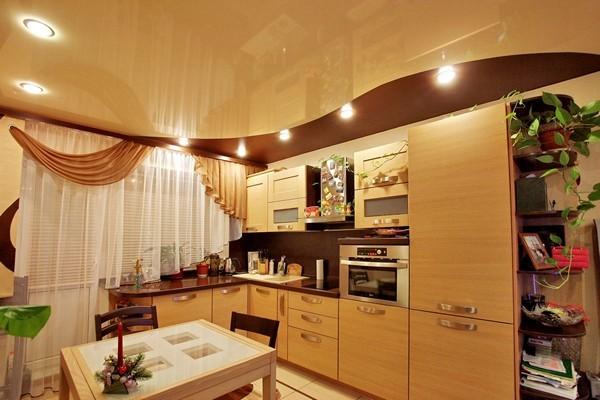 виды натяжных потолков в кухне