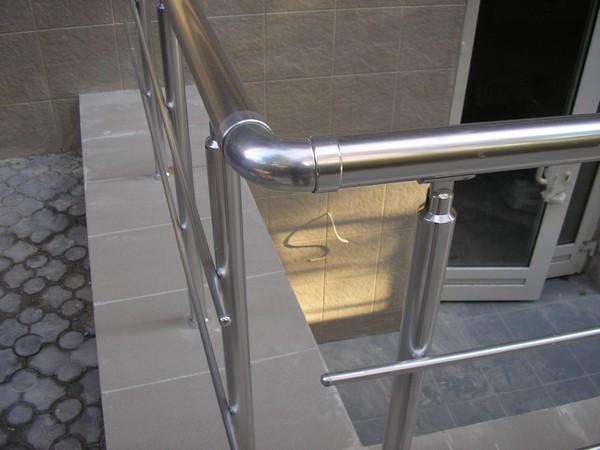 перила для лестниц из нержавейки фото