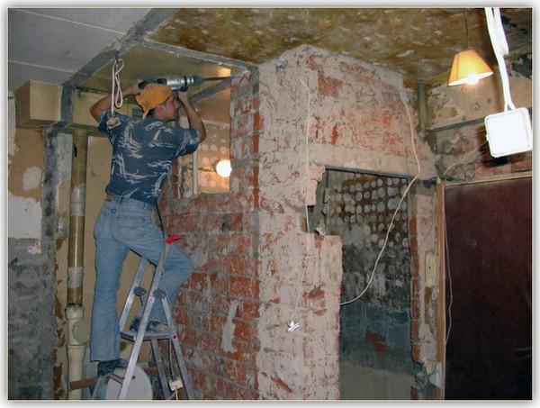 демонтаж кирпичной стены фото