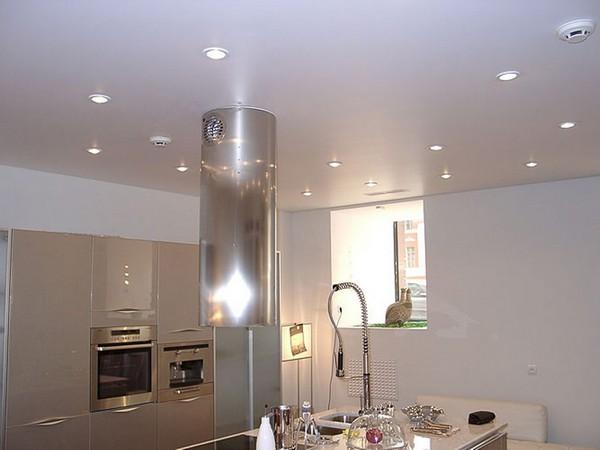 матовый или глянцевый натяжной потолок фото