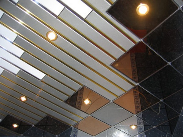 монтаж комбинированного потолка фото
