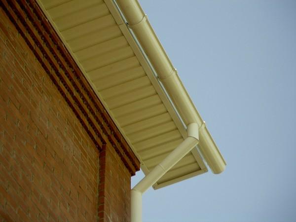 подшивка свесов крыши фото