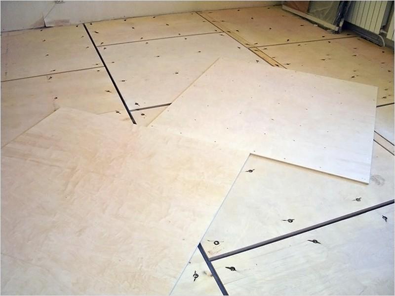 как выровнять бетонный пол фанерой фото